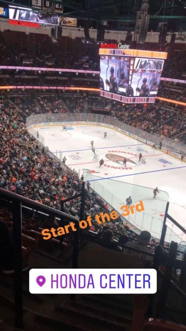 Honda Center, vak: 405, rij: H, stoel: 12