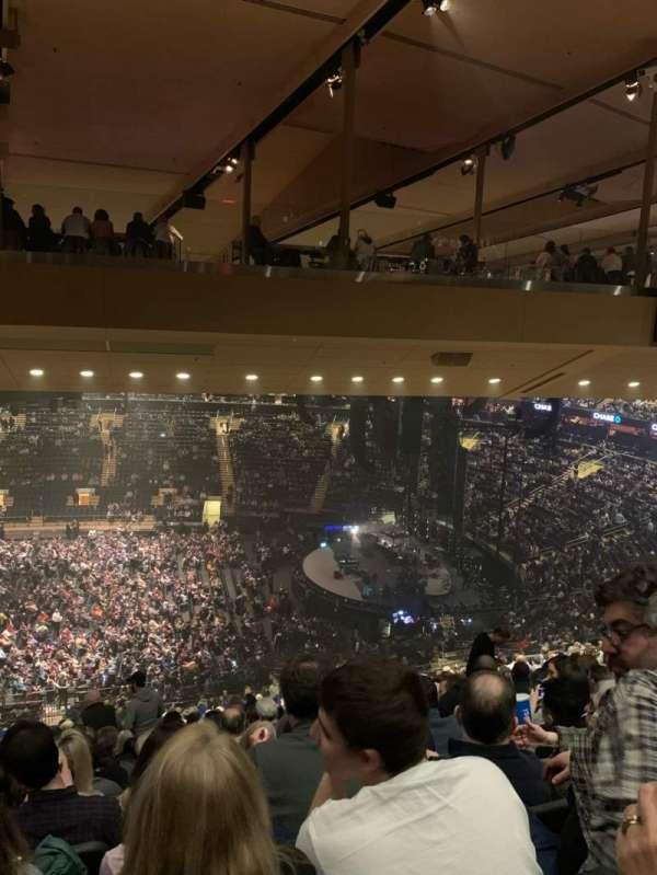 Madison Square Garden, vak: 212, rij: 19, stoel: 8