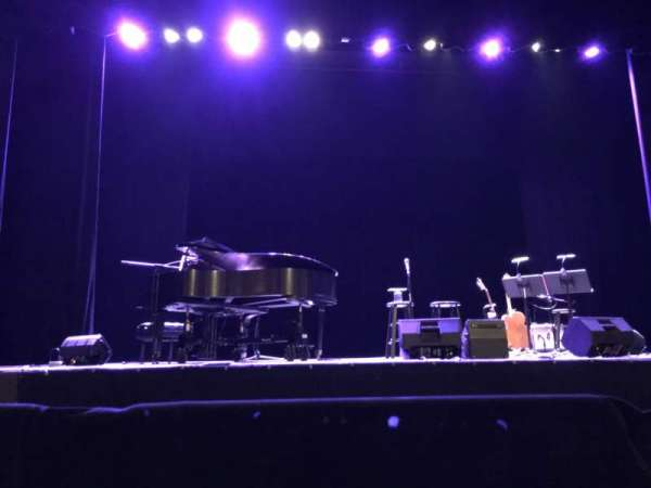 Renaissance Theatre, vak: Orchestra Left, rij: A, stoel: 3