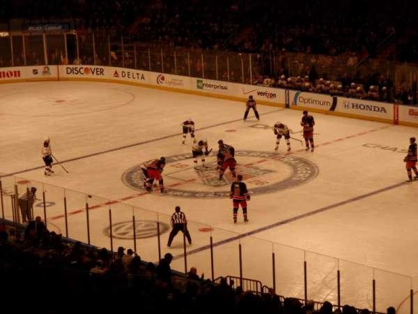 Madison Square Garden, vak: 303, rij: H, stoel: 2