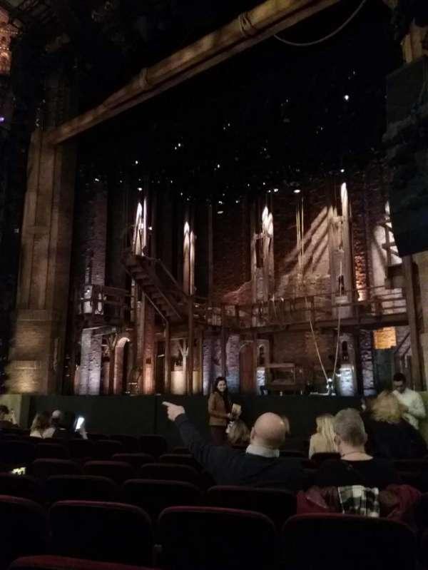 CIBC Theatre, vak: Orch-R, rij: L, stoel: 18
