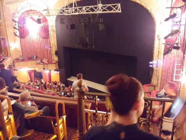 Bernard B. Jacobs Theatre, vak: Mezzanine R, rij: H, stoel: 30