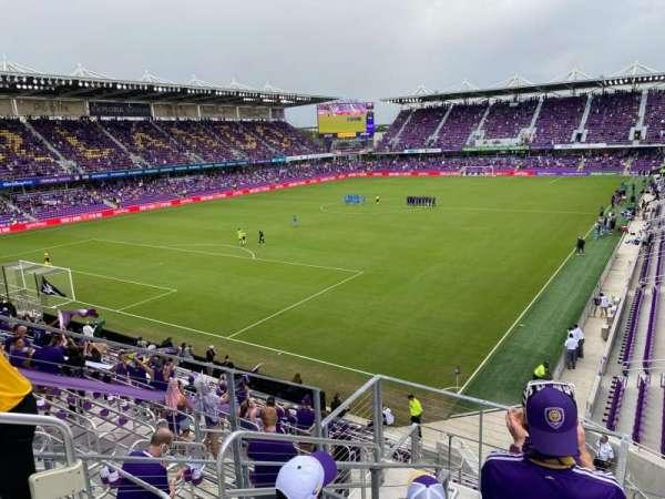 Exploria Stadium, vak: 122, rij: H, stoel: 21