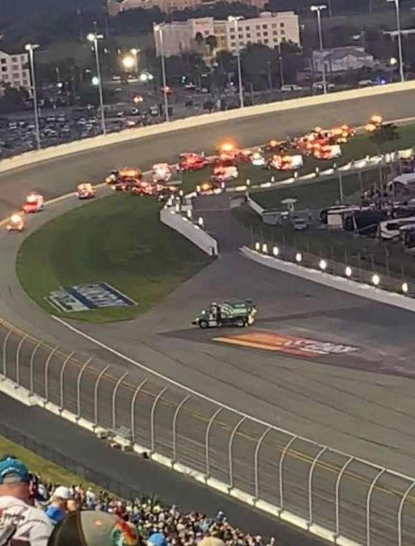 Daytona International Speedway, vak: 323, rij: 34, stoel: 10
