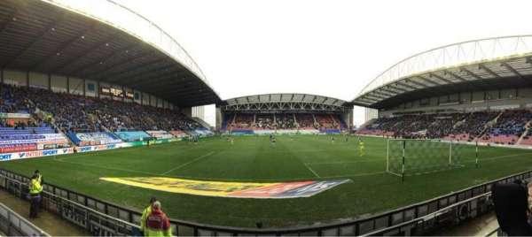 DW Stadium, vak: NS5, rij: E, stoel: 117