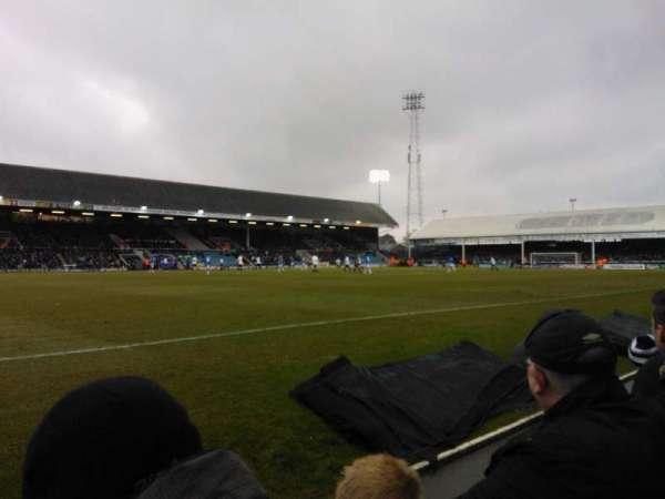 London Road Stadium, vak: F, rij: C, stoel: 186