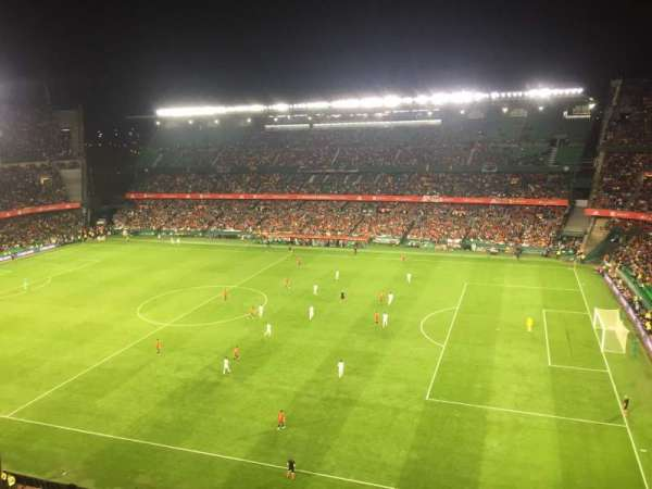 Estadio Benito Villamarin, vak: 19, rij: 8, stoel: 170