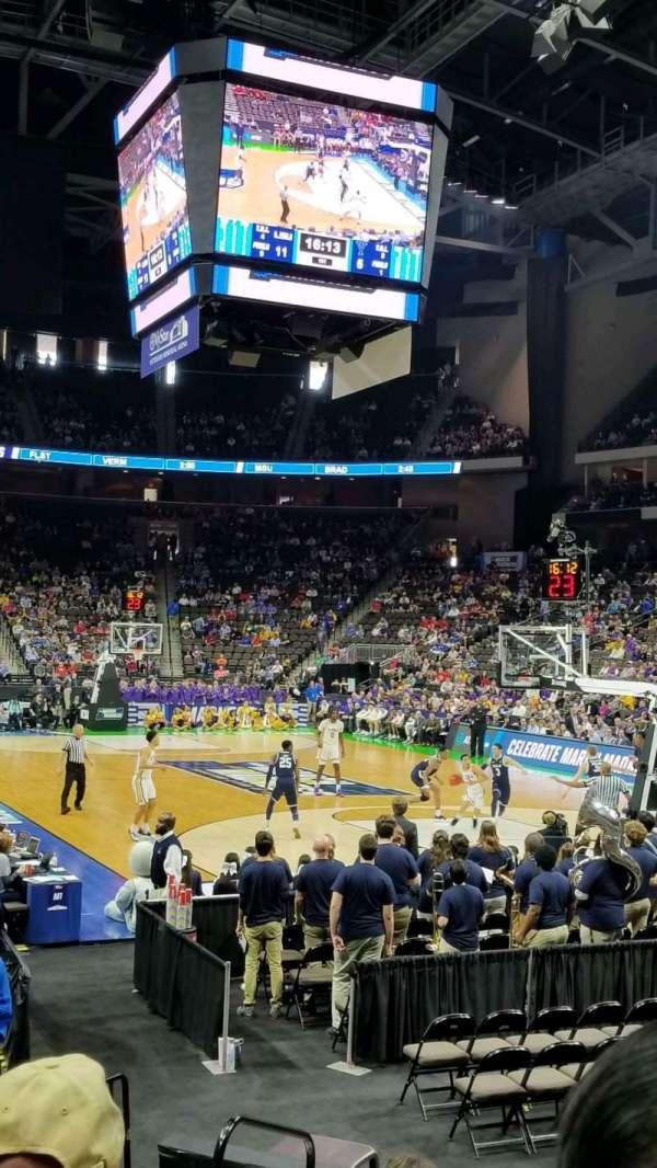 VyStar Veterans Memorial Arena, vak: 121, rij: H, stoel: 9
