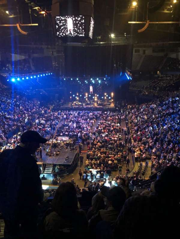 Bridgestone Arena, vak: 202, rij: J, stoel: 14