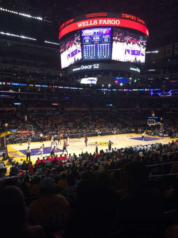 Staples Center, vak: 103, rij: 20, stoel: 9