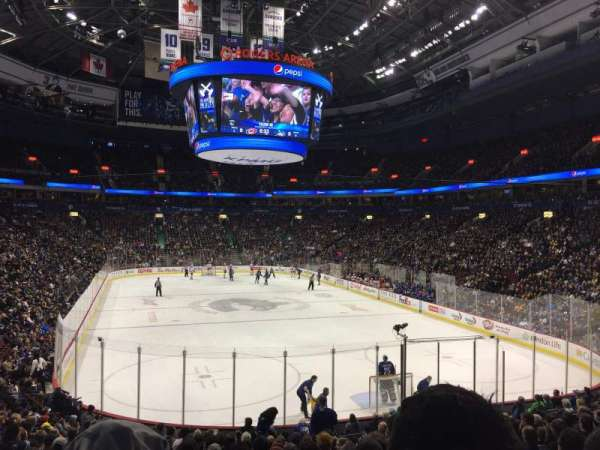 Rogers Arena, vak: 101, rij: 19, stoel: 8