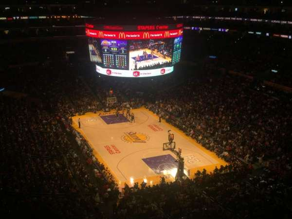 Staples Center, vak: 329, rij: 4, stoel: 3
