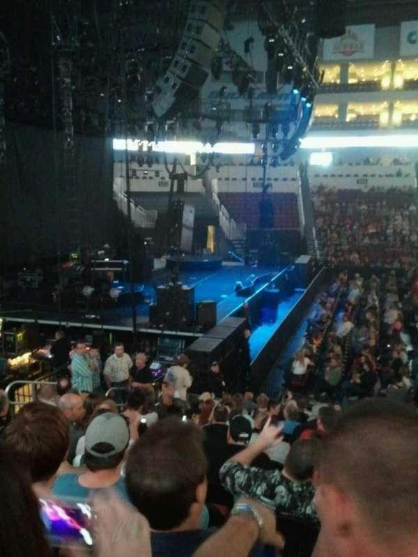 Intrust Bank Arena, vak: 118, rij: Q, stoel: 6