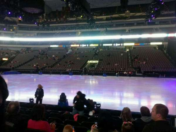 American Airlines Center, vak: 106, rij: h, stoel: 2
