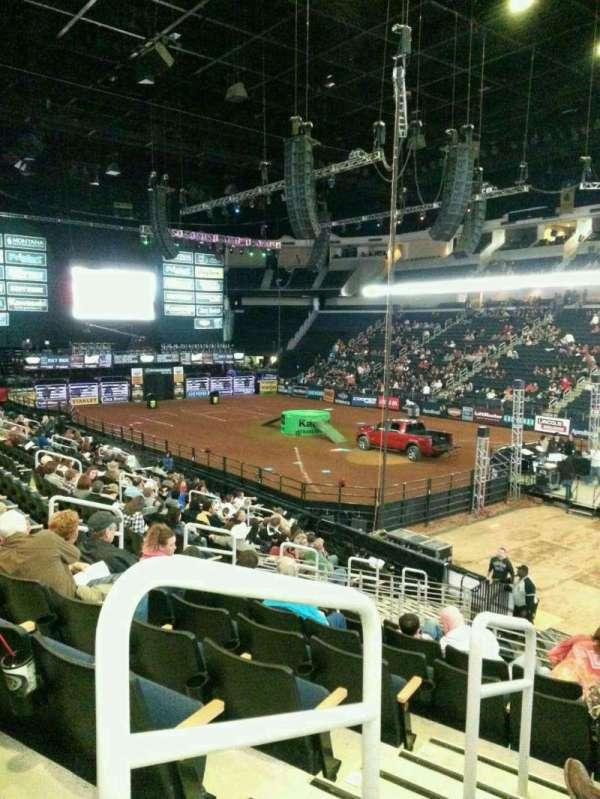 Infinite Energy Arena, vak: 121, rij: s, stoel: 13