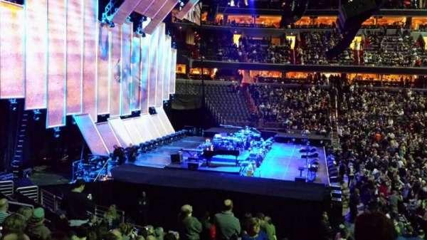 Capital One Arena, vak: 120, rij: S, stoel: 16