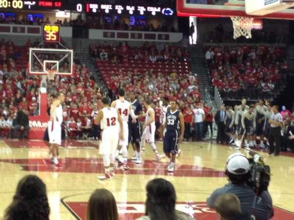 Kohl Center, vak: 101, rij: EE, stoel: 15-16