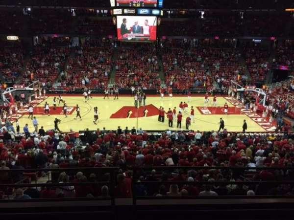 Kohl Center, vak: 222, rij: B, stoel: 9