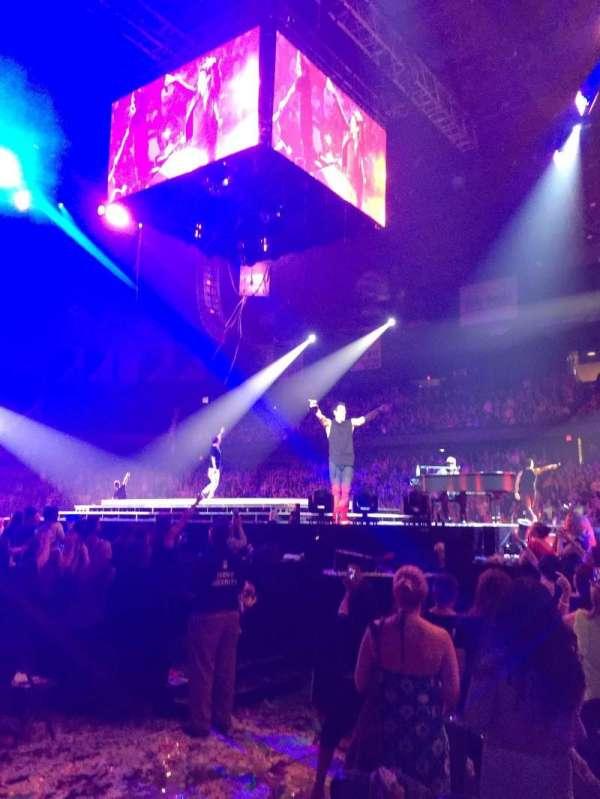 Allstate Arena, vak: 110, rij: AA, stoel: 10