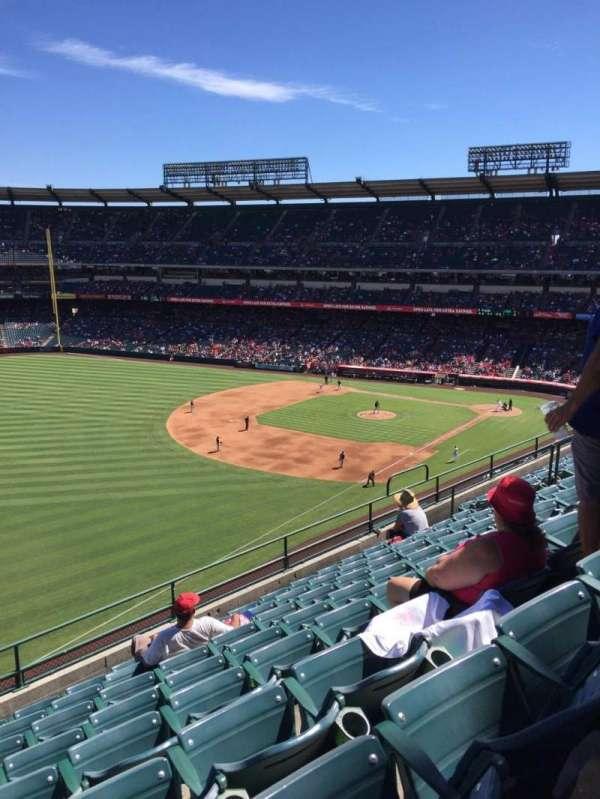 Angel Stadium, vak: F107, rij: H, stoel: 8