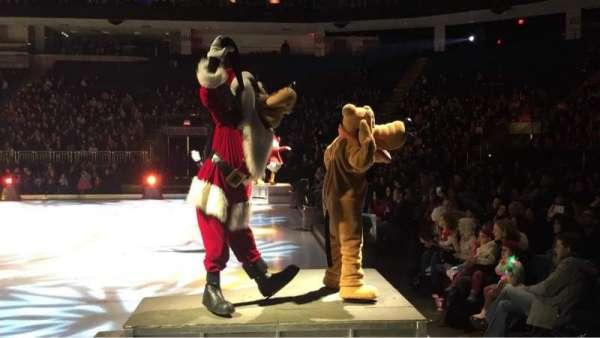 Webster Bank Arena, vak: 117, rij: CC, stoel: 8