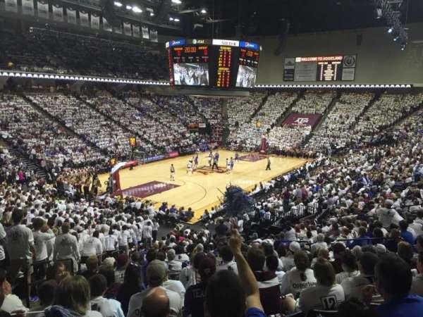 Reed Arena, vak: 109, rij: R, stoel: 13