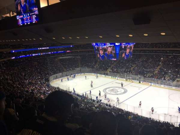 Madison Square Garden, vak: 214, rij: 15, stoel: 4