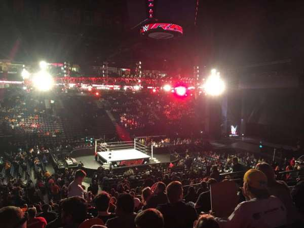 Bridgestone Arena, vak: 104, rij: M, stoel: 9