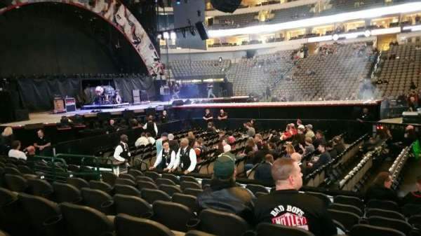 American Airlines Center, vak: 119, rij: H, stoel: 9