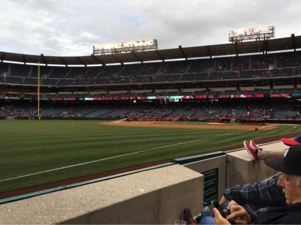 Angel Stadium, vak: F106, rij: B, stoel: 13