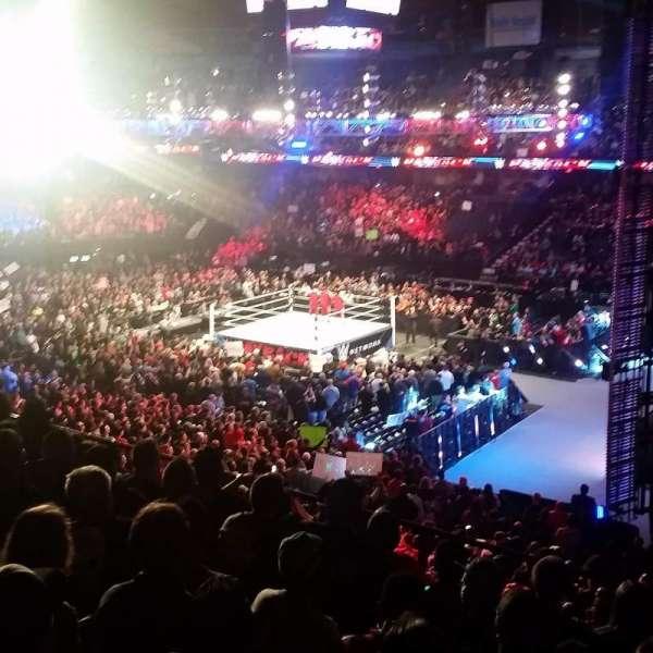 Allstate Arena, vak: 209, rij: G, stoel: 17