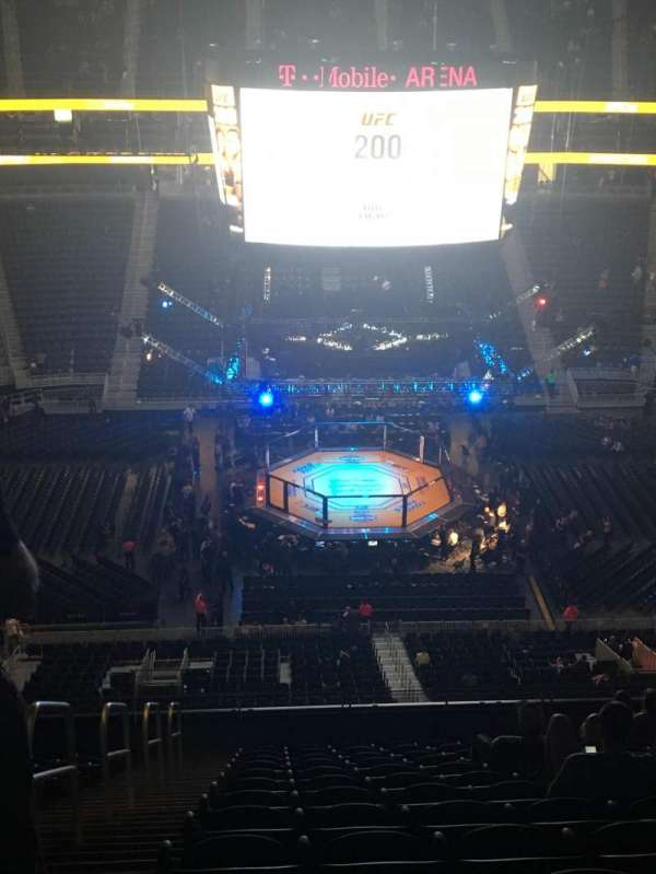 T-Mobile Arena, vak: 205, rij: N, stoel: 1