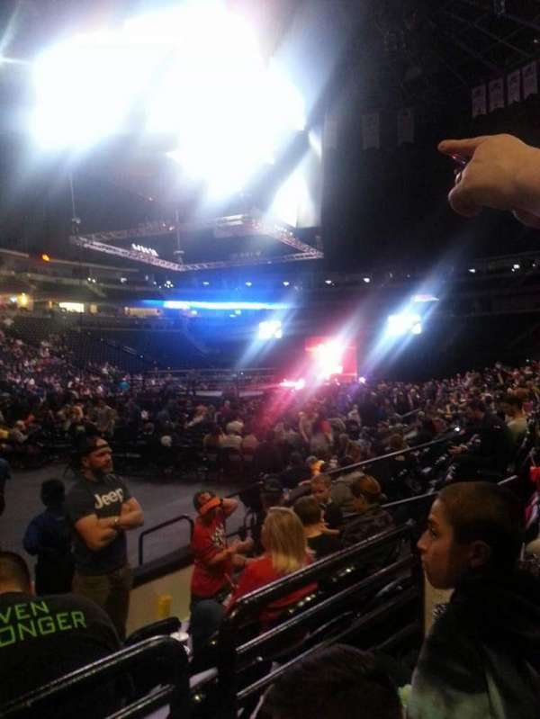 Pepsi Center, vak: 106, rij: 5, stoel: 9-10