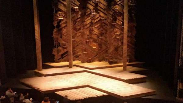 Bernard B. Jacobs Theatre, vak: Mezzanine C, rij: A, stoel: 101