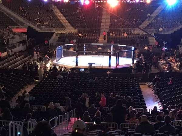 T-Mobile Arena, vak: 11, rij: Q, stoel: 3