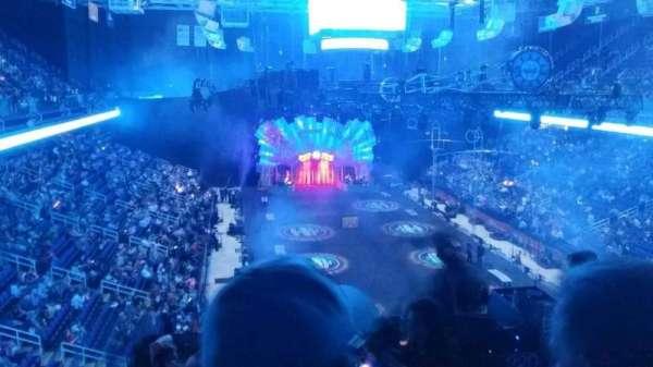Greensboro Coliseum, vak: 220, rij: g, stoel: 1