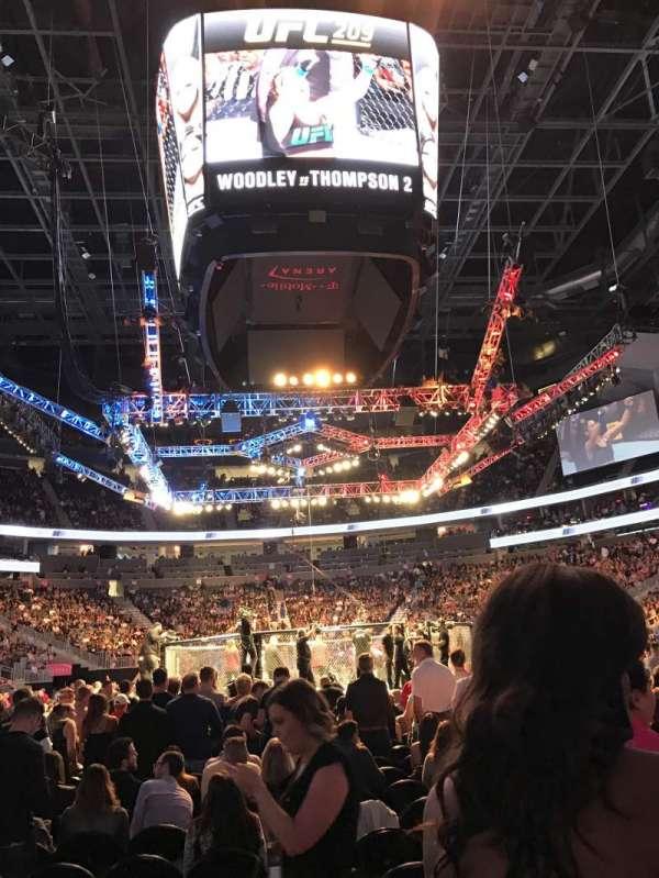 T-Mobile Arena, vak: 20, rij: 5, stoel: 13
