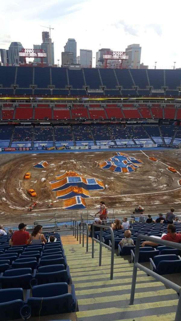 Nissan Stadium, vak: 313, rij: X, stoel: 1