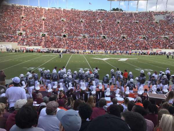 Lane Stadium, vak: 10, rij: J, stoel: 21