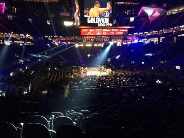 T-Mobile Arena, vak: 20, rij: N, stoel: 5