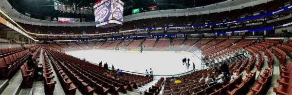 Honda Center, vak: 219, rij: Q, stoel: 10