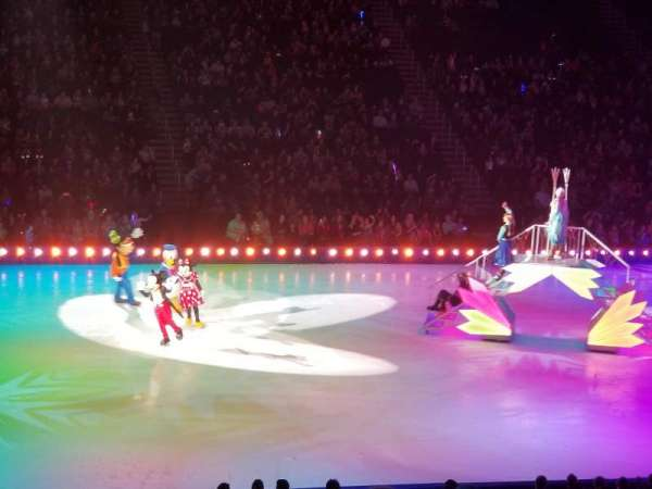 Infinite Energy Arena, vak: 104, rij: Y, stoel: 13