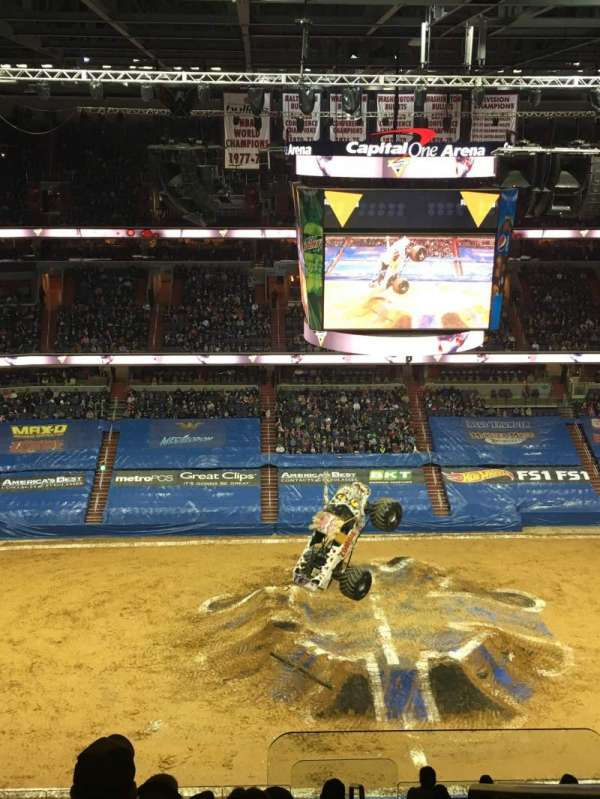 Capital One Arena, vak: 416, rij: M, stoel: 19