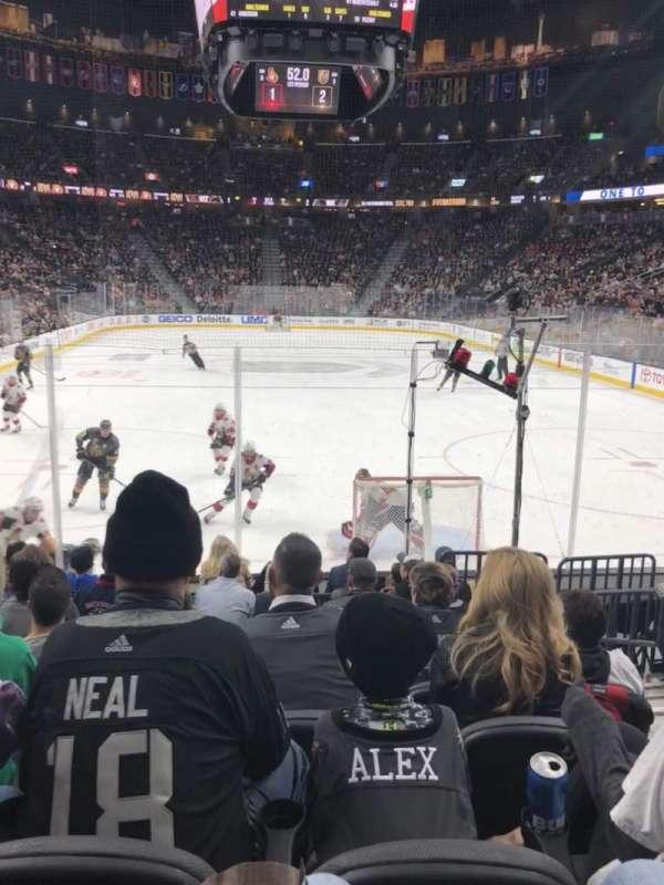 T-Mobile Arena, vak: 10, rij: H, stoel: 12