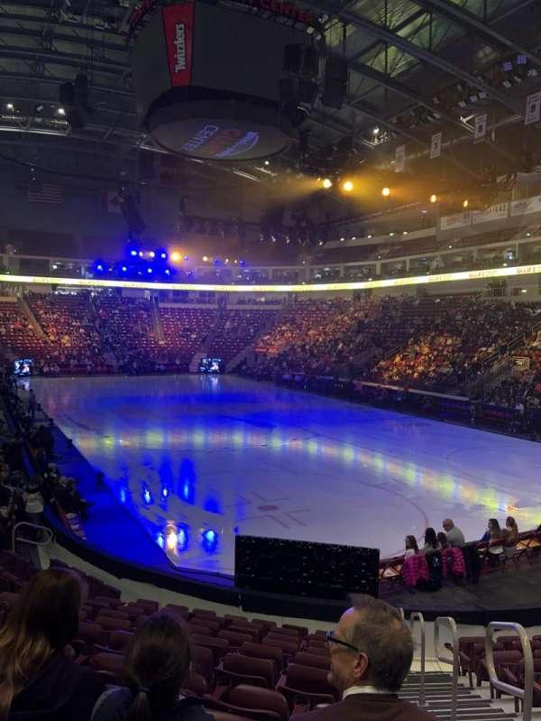 Giant Center, vak: 110, rij: L, stoel: 1
