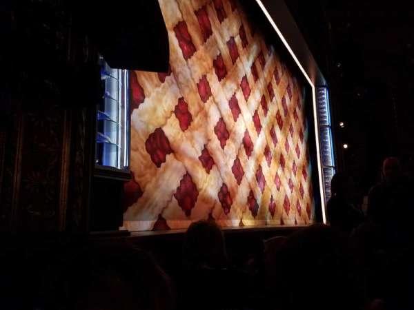 Brooks Atkinson Theatre, vak: ORCH-L, rij: B, stoel: 13