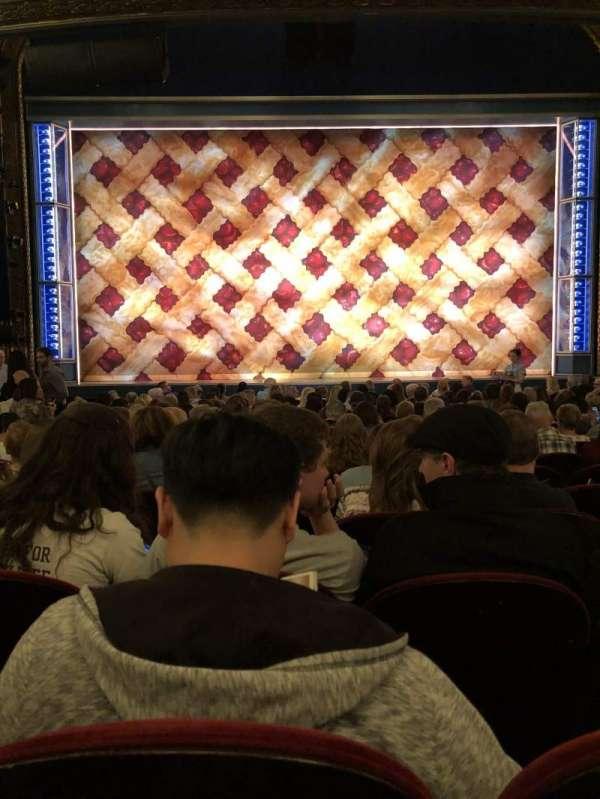 Brooks Atkinson Theatre, vak: ORCH, rij: O, stoel: 106