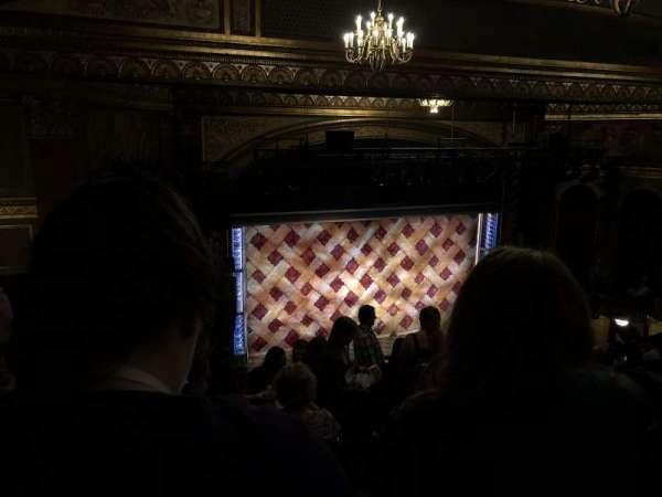 Brooks Atkinson Theatre, vak: Left Mezzanine, rij: L, stoel: 5