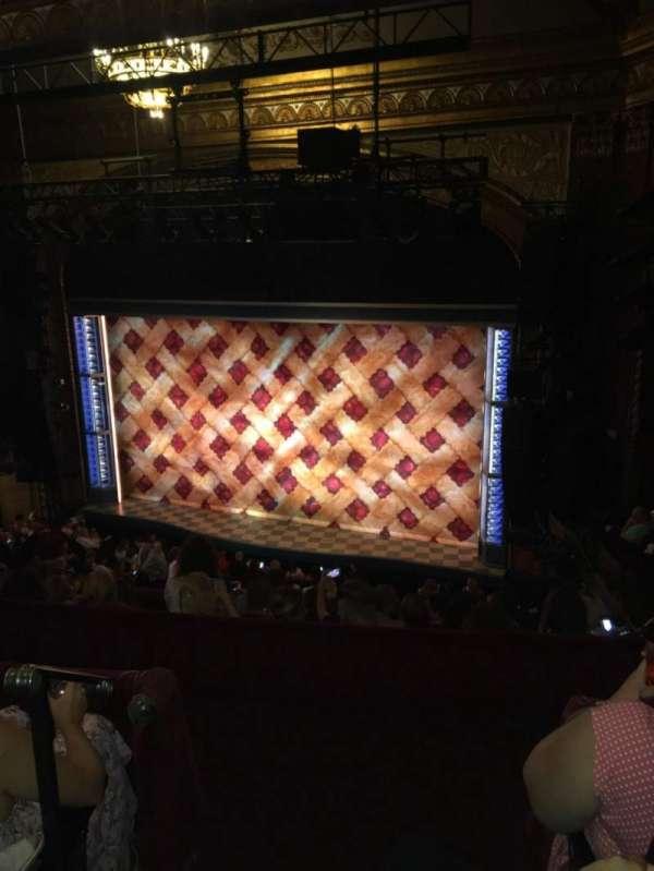 Brooks Atkinson Theatre, vak: Rear mezzanine Right, rij: G, stoel: 2