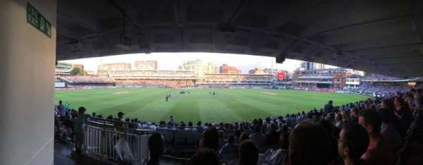 Lord's Cricket Ground , vak: Grand Stand Lower Tier Block 12, rij: 17, stoel: 90